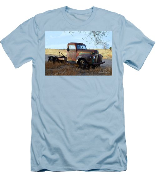 1940s Ford Farm Truck Men's T-Shirt (Athletic Fit)