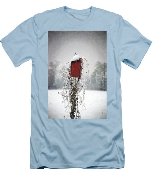 At Home In The Snow Men's T-Shirt (Athletic Fit)