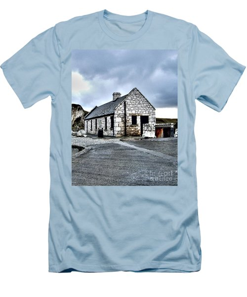 Ballintoy Stone House Men's T-Shirt (Athletic Fit)