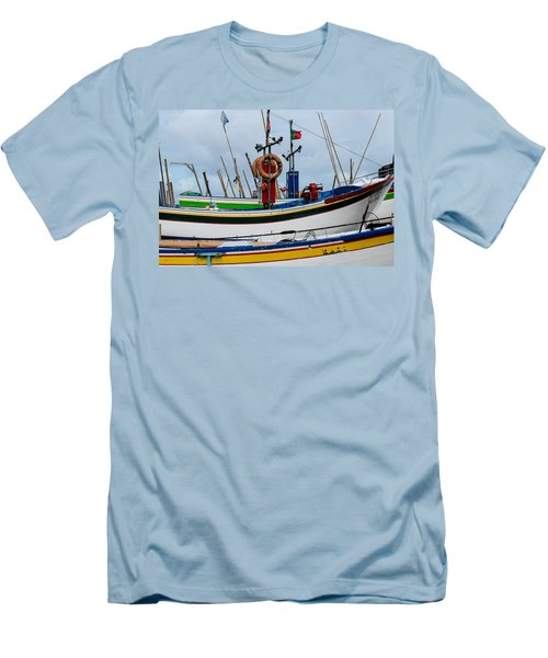 colorful fishing boat with Portuguese flag  Men's T-Shirt (Athletic Fit)