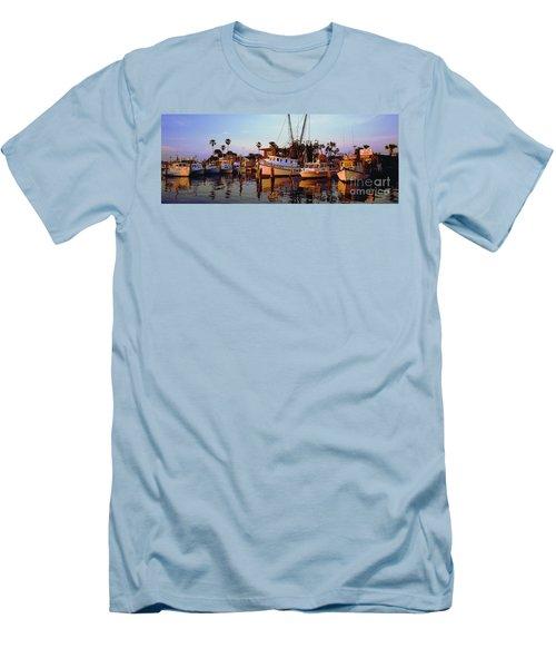 Men's T-Shirt (Slim Fit) featuring the photograph Daytona Sonny Boy And Miss Hazel by Tom Jelen
