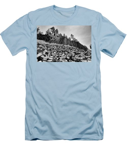 Devils Postpile National Monument Men's T-Shirt (Athletic Fit)