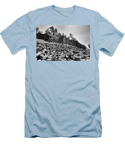 Devils Postpile National Monument Men's T-Shirt (Athletic Fit)