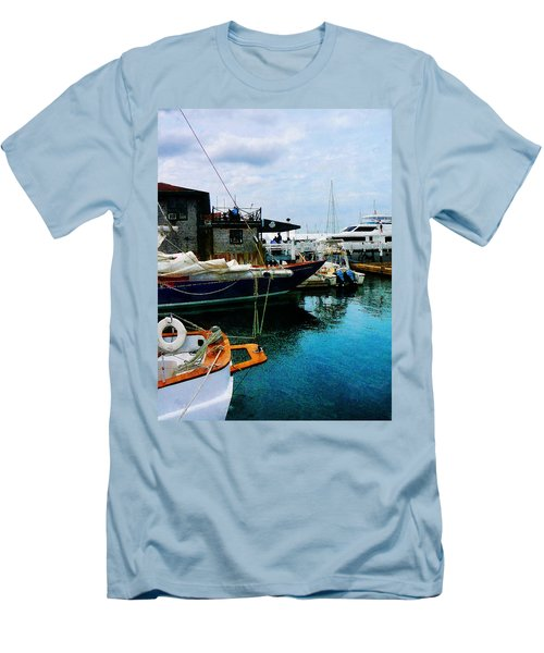Docked Boats In Newport Ri Men's T-Shirt (Slim Fit) by Susan Savad
