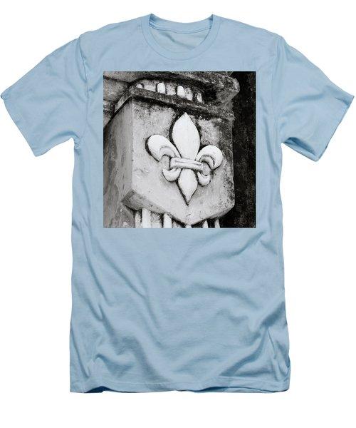 Fleur De Lys Men's T-Shirt (Athletic Fit)