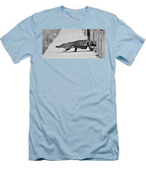 Gator Walking Men's T-Shirt (Athletic Fit)