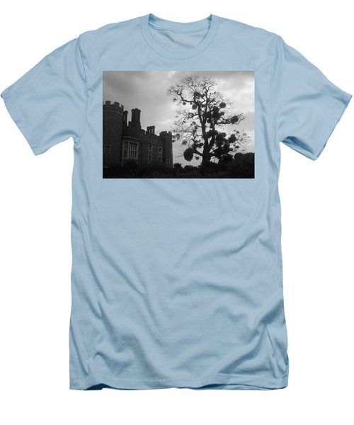 Hampton Court Tree Men's T-Shirt (Athletic Fit)