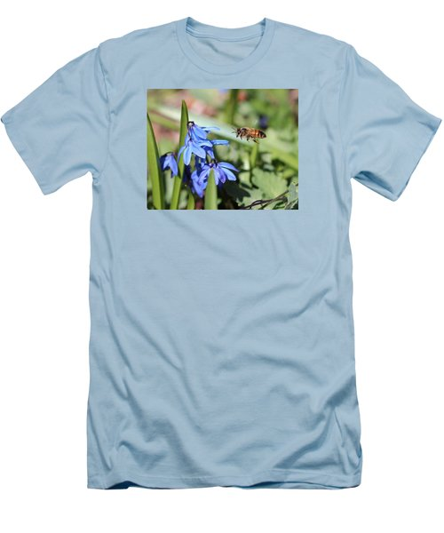 Honeybee In Flight Men's T-Shirt (Athletic Fit)