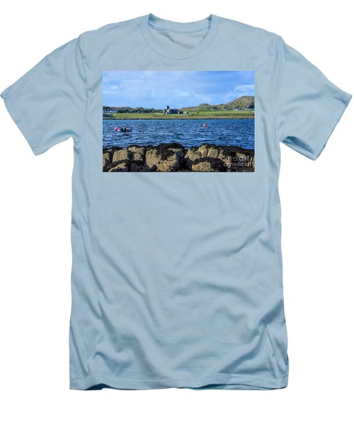 Iona Abbey Isle Of Iona Men's T-Shirt (Athletic Fit)