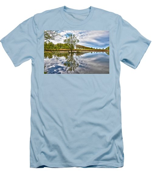 Island Tree Men's T-Shirt (Athletic Fit)