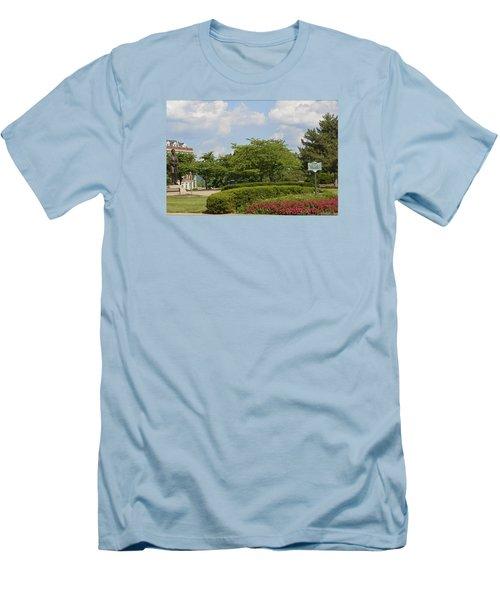 Lytle Park Cincinnati Men's T-Shirt (Athletic Fit)
