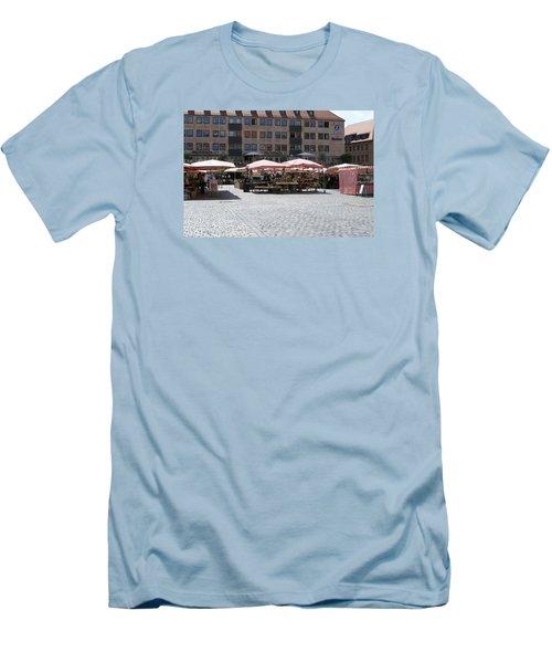 Markt Platz Men's T-Shirt (Athletic Fit)