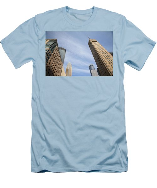 Minneapolis Skyline Men's T-Shirt (Athletic Fit)