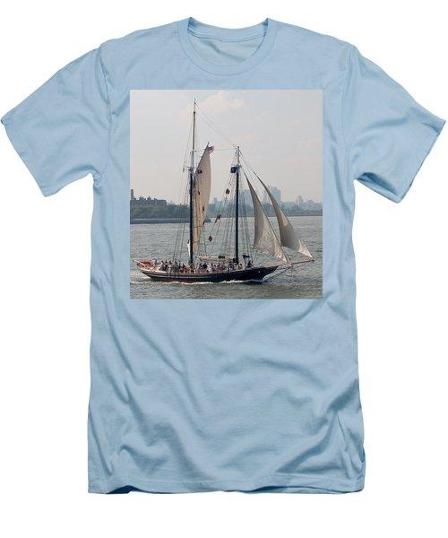 Ny Harbor Schooner Men's T-Shirt (Slim Fit)