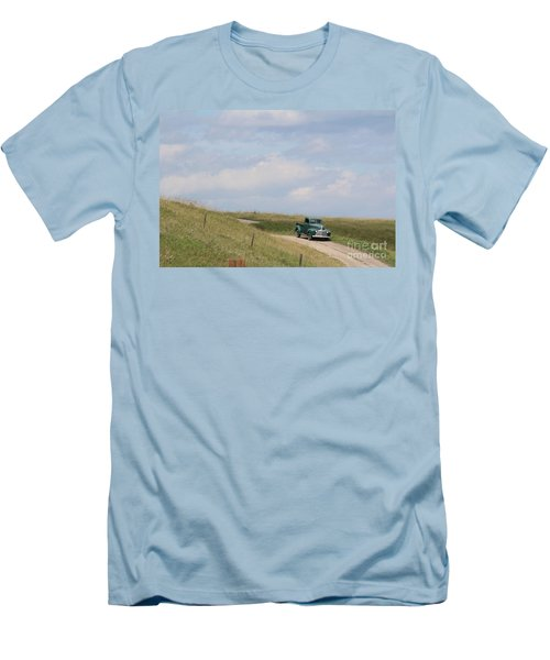 Old Truck Men's T-Shirt (Athletic Fit)