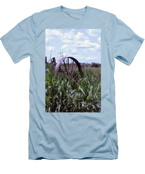 Old Wheel  Men's T-Shirt (Athletic Fit)