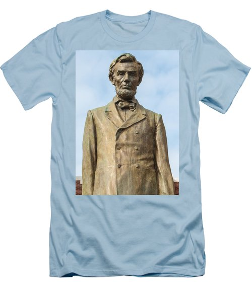 President Lincoln Statue Men's T-Shirt (Athletic Fit)