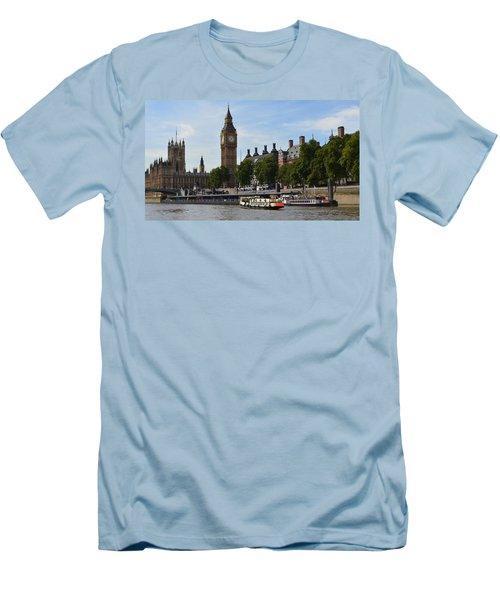 River Thames View Men's T-Shirt (Athletic Fit)