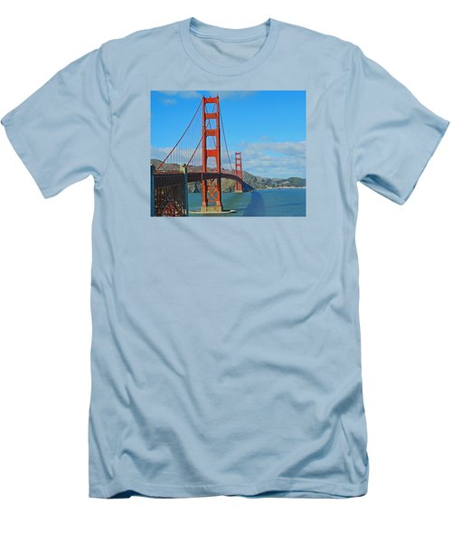 San Francisco's Golden Gate Bridge Men's T-Shirt (Athletic Fit)