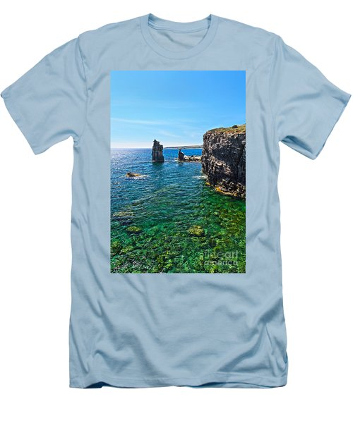 San Pietro Island - Le Colonne Men's T-Shirt (Athletic Fit)
