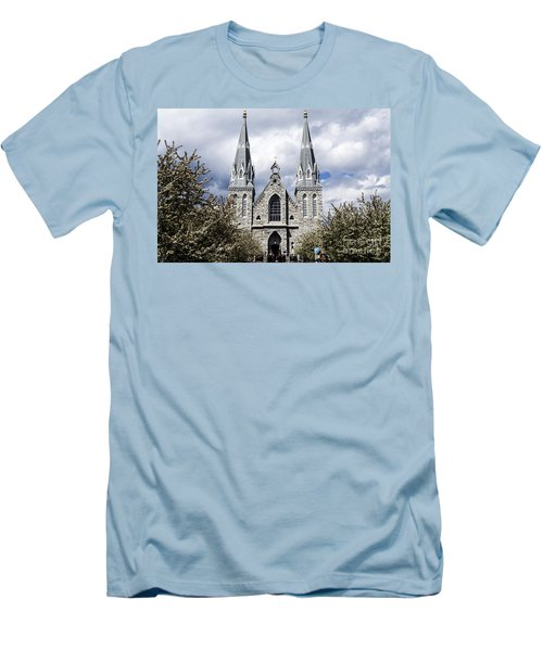 St. Thomas Of Villanova 2 Men's T-Shirt (Athletic Fit)