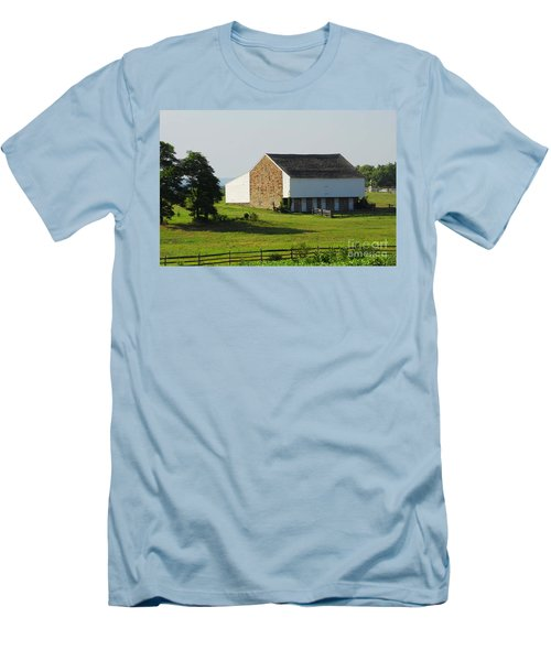 Men's T-Shirt (Slim Fit) featuring the photograph Brian Barn At Gettysburg by Cindy Manero
