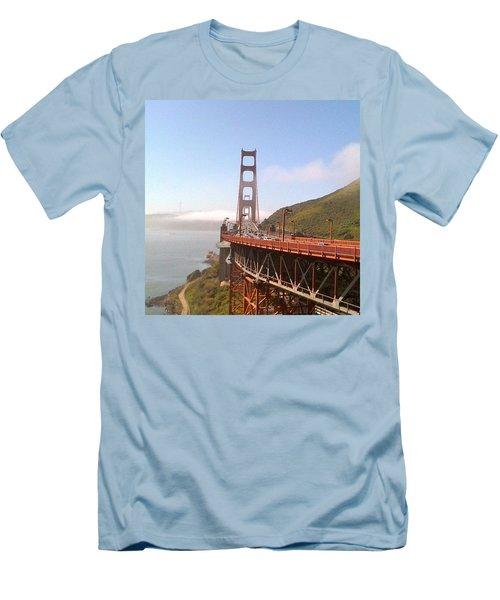 Golden Gate Bridge - San Francisco Ca Men's T-Shirt (Athletic Fit)