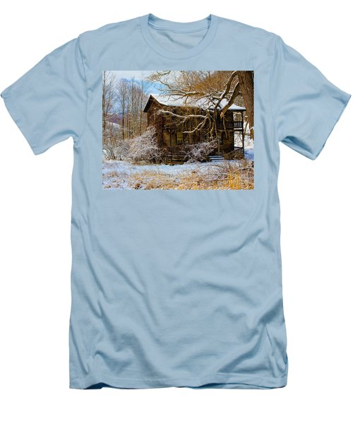 West Virginia Winter Men's T-Shirt (Athletic Fit)