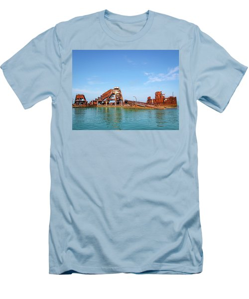 Tangalooma Wrecks Men's T-Shirt (Athletic Fit)