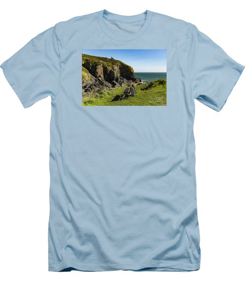 Cadgwith Cove Men's T-Shirt (Slim Fit)