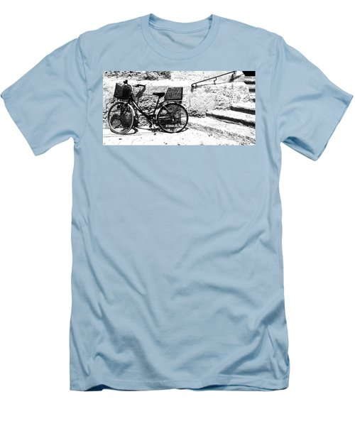 Bicyle In Cuitadella Men's T-Shirt (Athletic Fit)