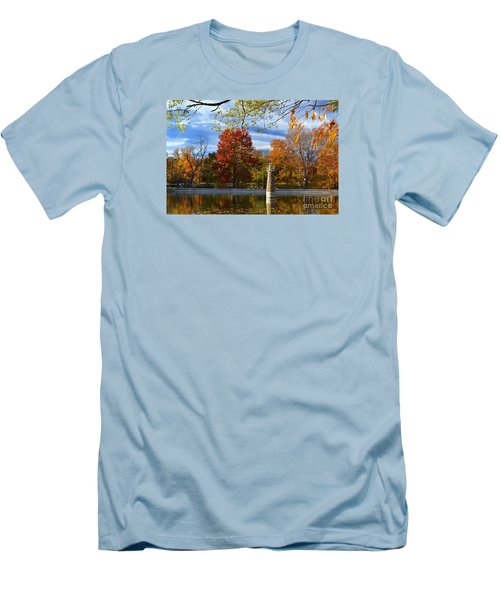 Falls Park Pond Lighthouse Men's T-Shirt (Athletic Fit)