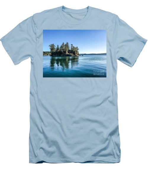 Island In West Sound Men's T-Shirt (Athletic Fit)