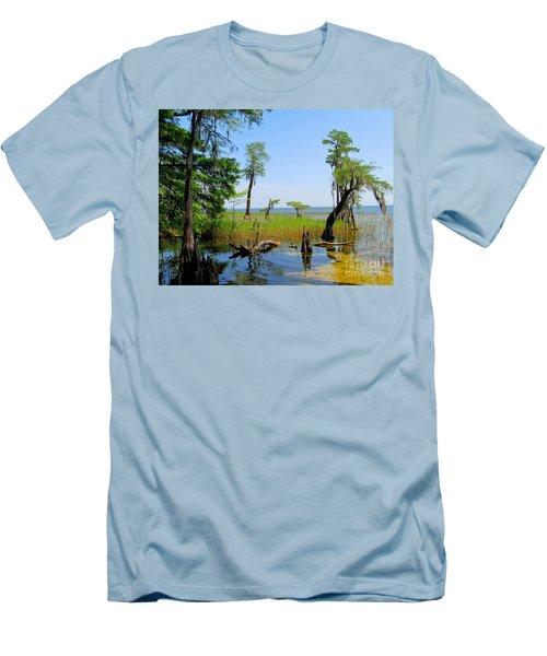 Lake Waccamaw Nc Men's T-Shirt (Athletic Fit)