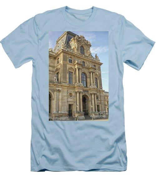Louvre In Paris Men's T-Shirt (Athletic Fit)