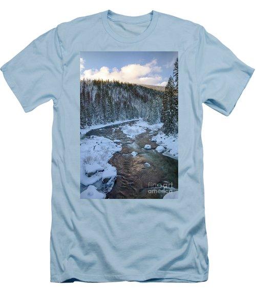 Moyie Winter Men's T-Shirt (Athletic Fit)