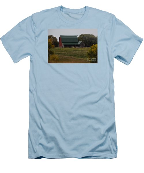 Nebraska Barn Men's T-Shirt (Slim Fit) by Mark McReynolds