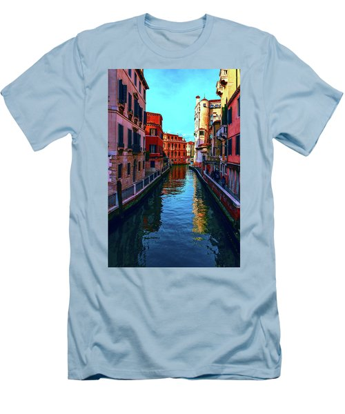 one of the many beautiful old Venetian canals on a Sunny summer day Men's T-Shirt (Athletic Fit)