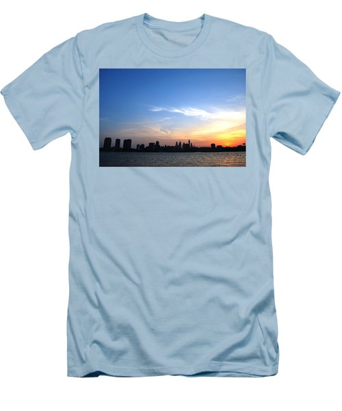 Philadelphia Skyline Low Horizon Sunset Men's T-Shirt (Athletic Fit)