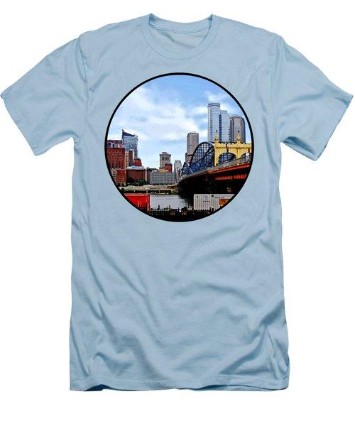 Pittsburgh Pa - Train By Smithfield St Bridge Men's T-Shirt (Slim Fit) by Susan Savad