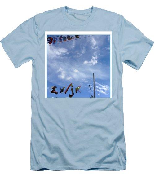 Quatre Vingt Dix Seconds Deux Fois Par Jour Men's T-Shirt (Athletic Fit)