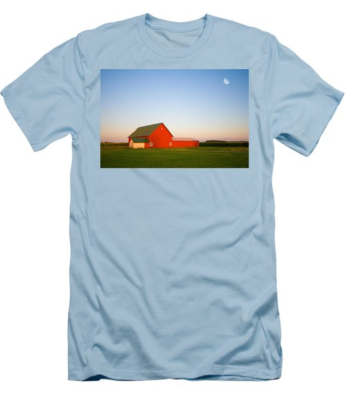 Red Barn And The Moon Men's T-Shirt (Athletic Fit)