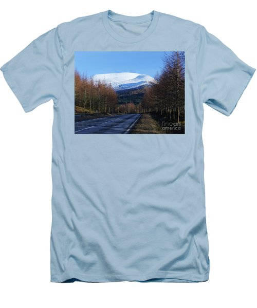 Road To Aonach Mor  Men's T-Shirt (Slim Fit) by Phil Banks