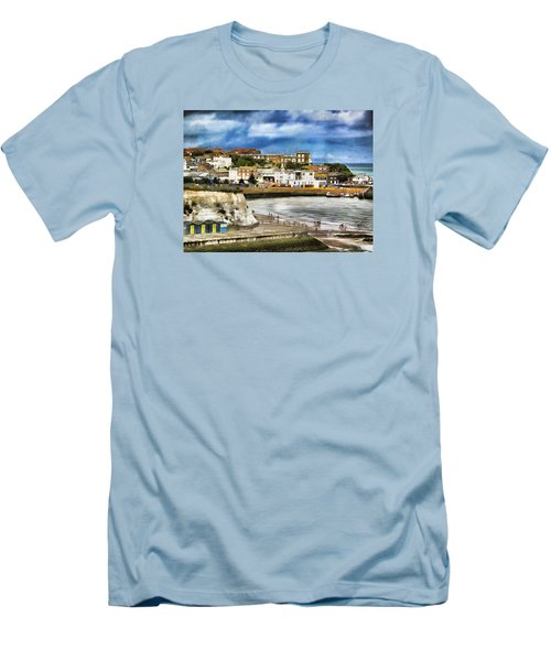 Seafront Broadstairs Kent Men's T-Shirt (Athletic Fit)