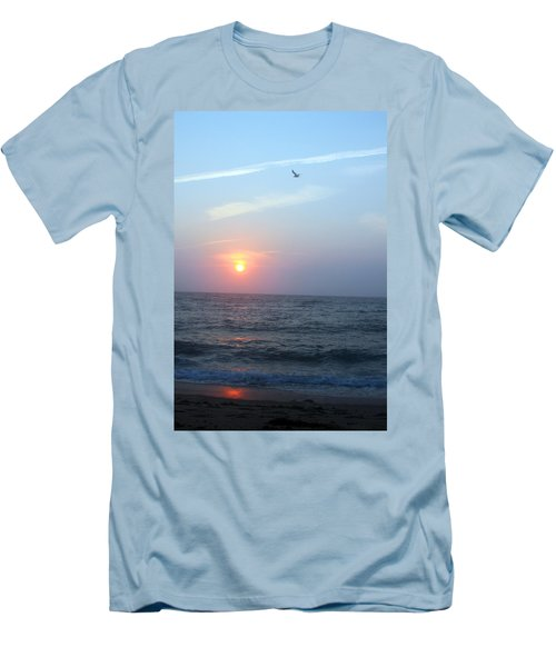 Seagull Sunset Men's T-Shirt (Athletic Fit)