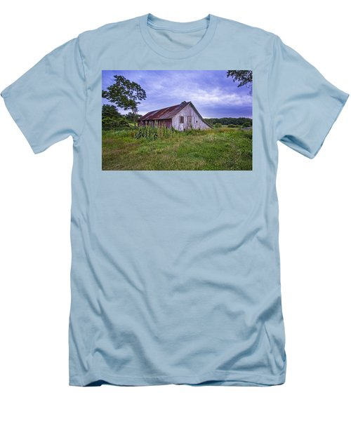 Smith Farm Barn Men's T-Shirt (Athletic Fit)