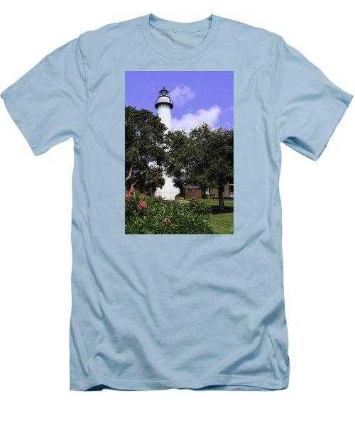 St Simons Isle Lighthouse Men's T-Shirt (Slim Fit) by Elizabeth Eldridge