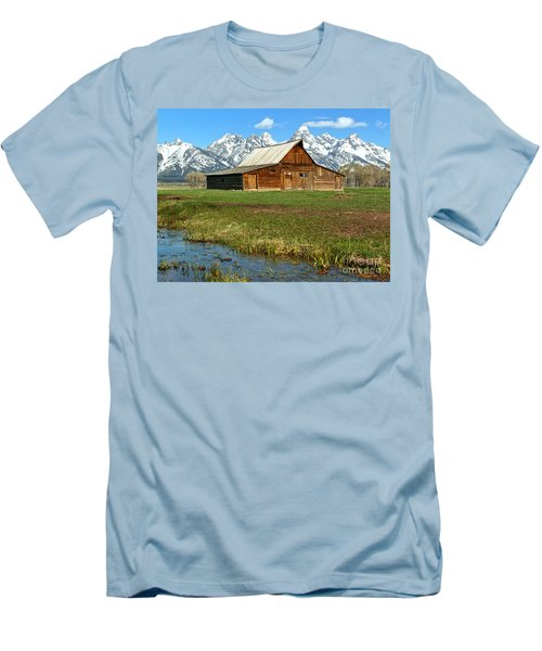 Streaming By The Moulton Barn Men's T-Shirt (Slim Fit) by Adam Jewell