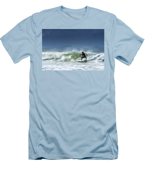 Surfing At Byron Bay Men's T-Shirt (Athletic Fit)