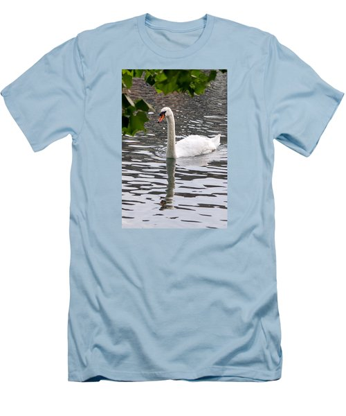 Swan Framed By Maple Leaves Men's T-Shirt (Athletic Fit)